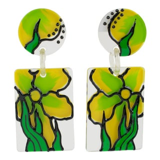 1960s Oversized Flower Power Lucite Dangling Pierced Earrings For Sale
