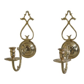 1980s Vintage Virginia Metal Crafters Colonial Williamsburg Brass Candle Sconces- A Pair For Sale