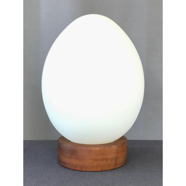 "Mid-Century Modern French Mid-Century Vianne Glass ""Egg"" Lamp For Sale - Image 3 of 9"