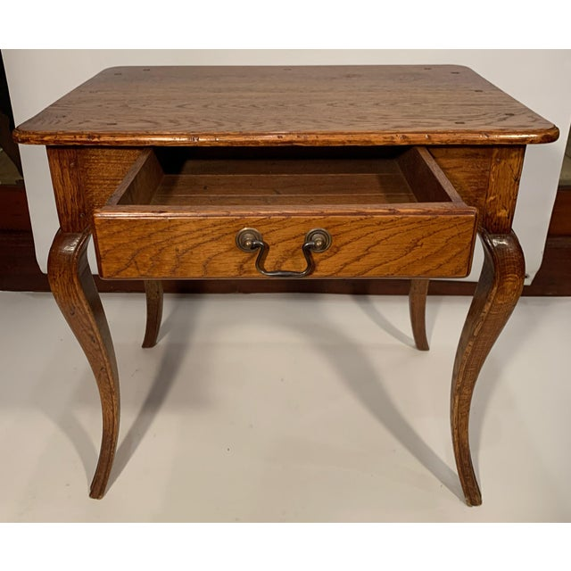 Traditional 1980s Traditional Oak Side Table For Sale - Image 3 of 7