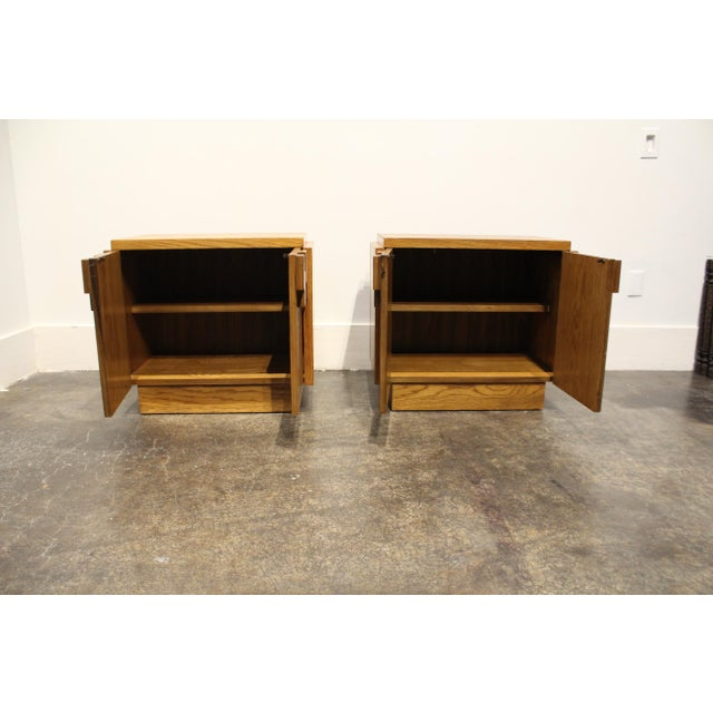 Altavista Lane Pair of Oak 1970s Mid-Century Modern Brutalist Nightstands by Lane For Sale - Image 4 of 9