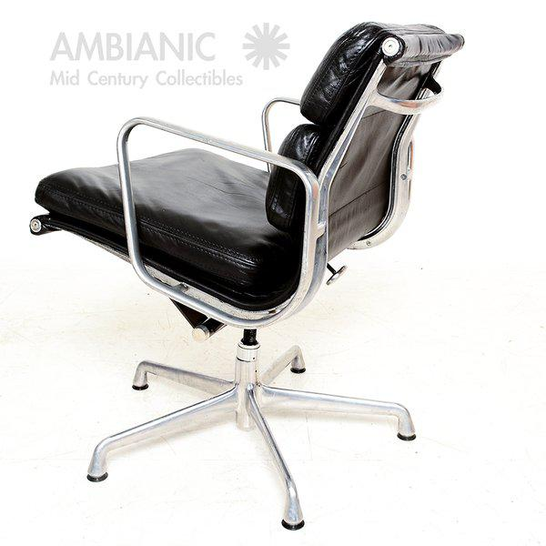 Herman Miller Vintage Herman Miller Eames Soft Pad Aluminum Group Chair For Sale - Image 4 of 9