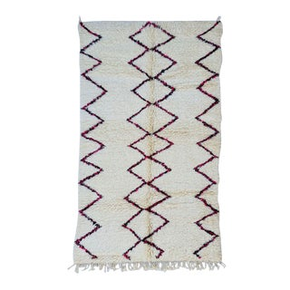 1970s Moroccan Berber Rug- 4′8″ × 8′1″ For Sale