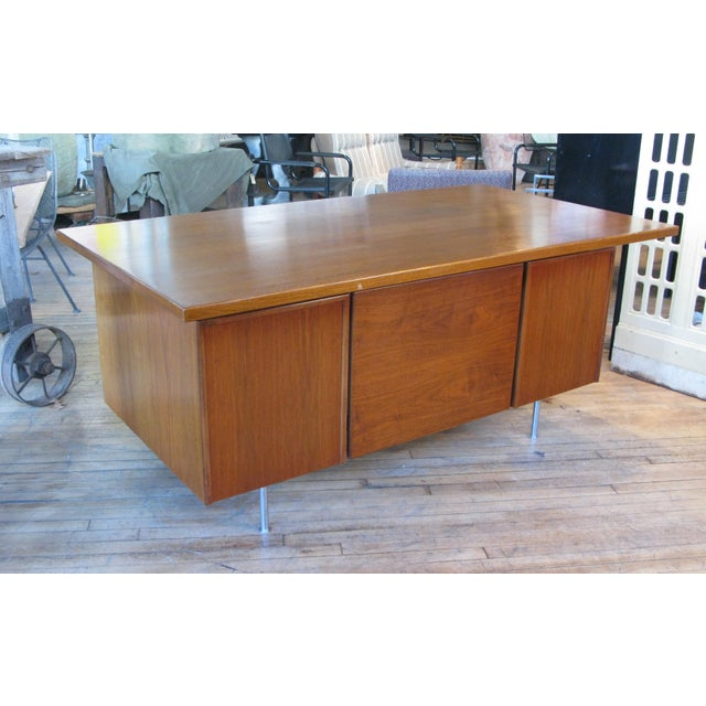 Wood 1950s Mid-Century Modern Walnut Executive Desk by Jens Risom For Sale - Image 7 of 8