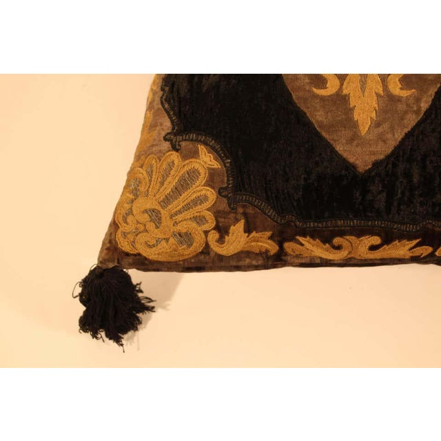 Baroque Silk Velvet Applique Throw Decorative Pillow with Tassels For Sale In Los Angeles - Image 6 of 11