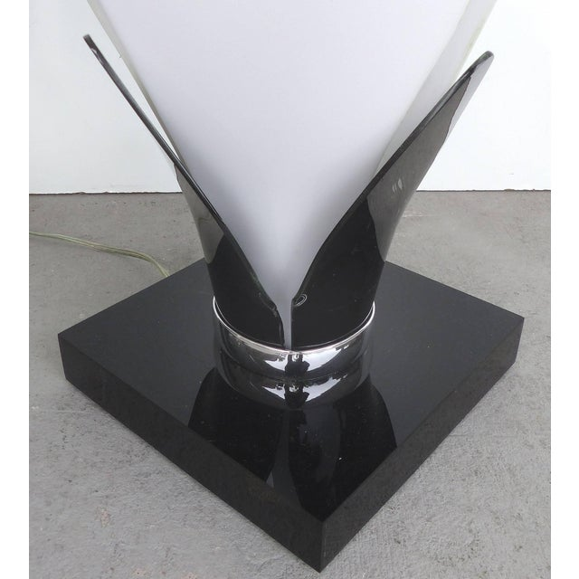 Late 20th Century Sculptural Lucite Petals Table Lamps - a Pair For Sale - Image 5 of 8