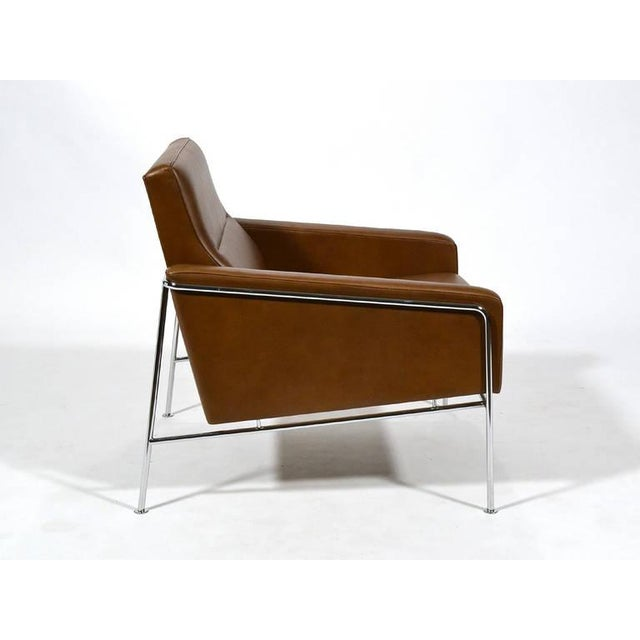 Pair of Arne Jacobsen Series 3300 Lounge Chairs - Image 10 of 11