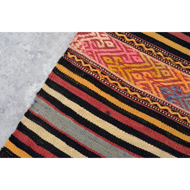 "Textile Vintage Braided Rug. Flat Weave Area Rug - 4' 6"" X 6' 11"" For Sale - Image 7 of 11"
