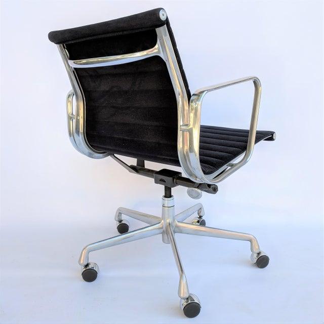 Modern Vintage Eames for Herman Miller Aluminum Group Management Chair For Sale - Image 3 of 7