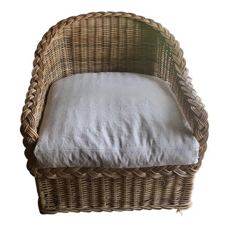 Classic East Coast Wicker Lounge Chair in Natural Finish & Linen-Cotton Cushion For Sale
