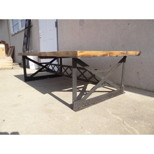 Heavy, quality construction..Nice shape tight and sturdy. Awesome distressed look.. Made from new and reclaimed...