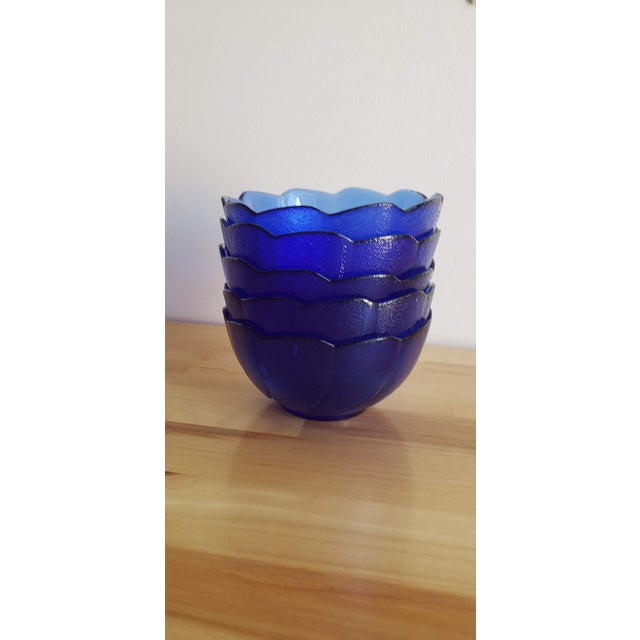 Mid-Century Modern Small Blue Scalloped Edge Glass Bowls - Set of 5 For Sale - Image 3 of 5