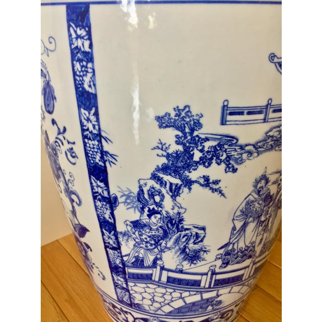 """25"""" Large Asian Shogun Chinese Blue and White Porcelain Urn For Sale - Image 4 of 10"""