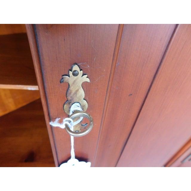 Henkel Harris Chippendale Style Pine 9 Pane Corner Cabinet For Sale In Philadelphia - Image 6 of 13