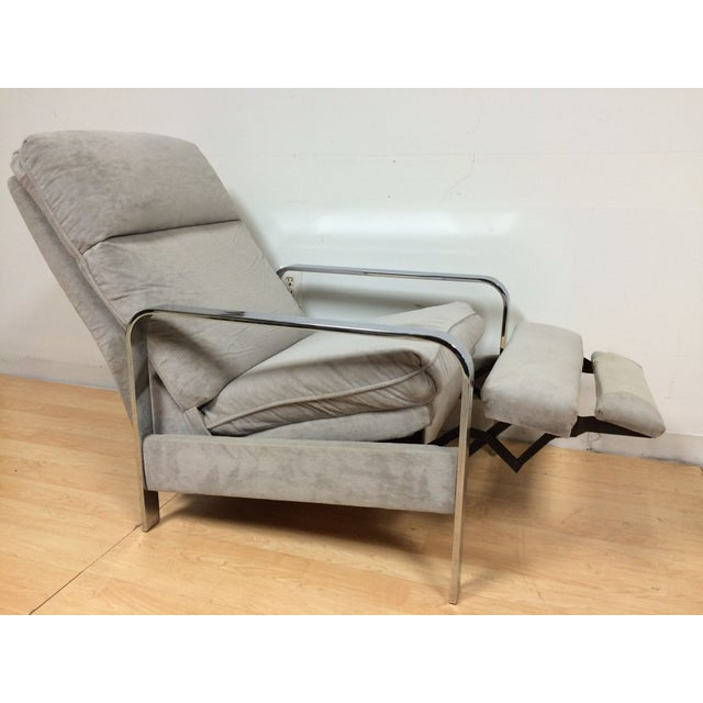 A Mid-Century Modern recliner lounge chair designed by Milo Baughman and made by the Design Institute of America. Flatbar...