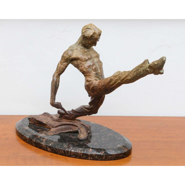 US based sculptor Richard MacDonald, gorgeous sculpture in bronze and marble. Signed on base. 15/90. USA 2002