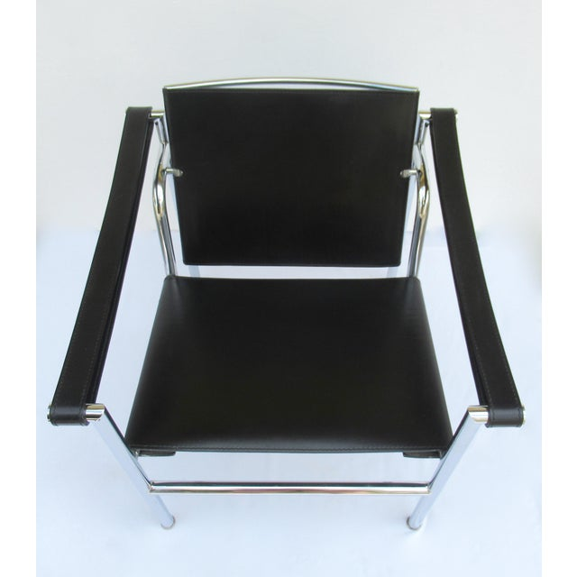 1950s C.1950s-60s Le Corbusier LC1 Basculant Chrome & Black Saddle Leather Sling Lounge Chair For Sale - Image 5 of 13