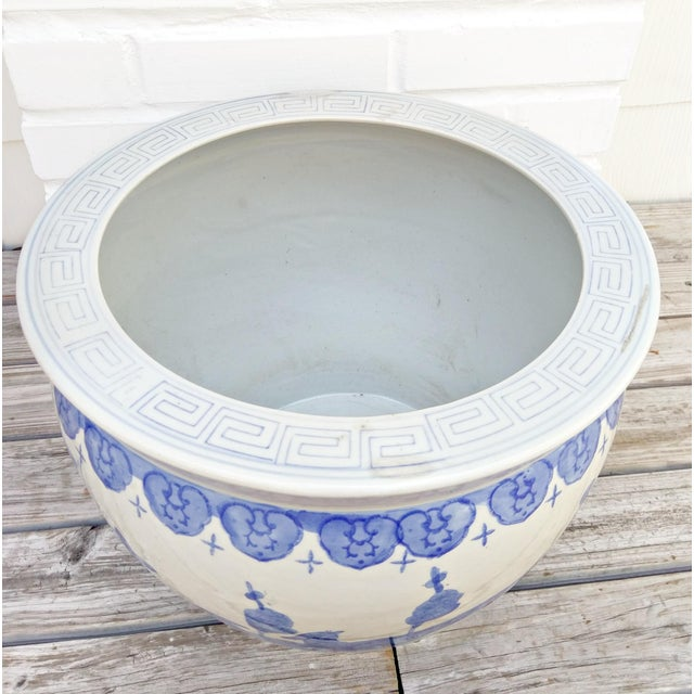 Large Asian Blue & White Pot For Sale - Image 4 of 7