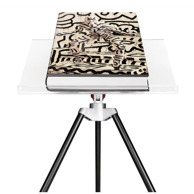 Autographed Annie Leibovitz Portrait Collection Keith Haring 1986 Cover Collector's Edition with Book Stand For Sale - Image 13 of 13