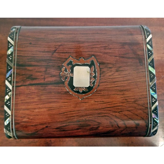 Gold Early 19c Irish Mahogany Single Tea Caddy With Armorial Crest For Sale - Image 8 of 13