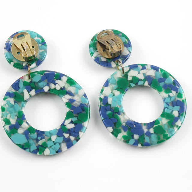 1960s Dangle Donut Lucite Clip on Earrings Blue Green Inclusions For Sale - Image 5 of 6