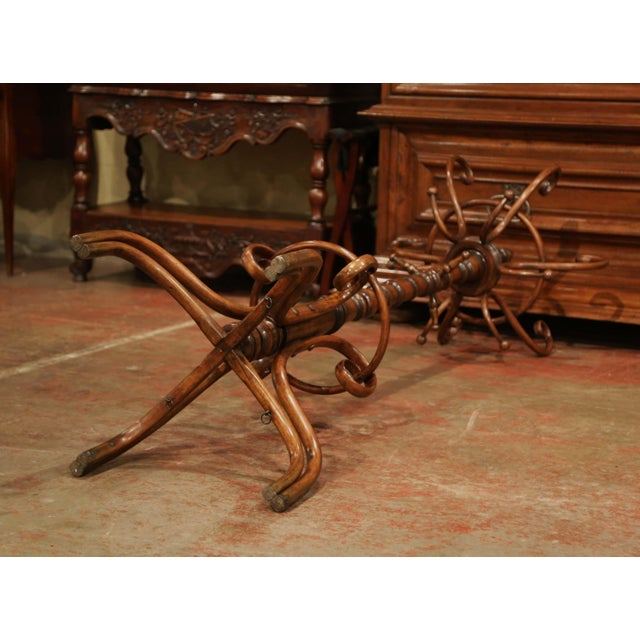 """Bentwood Early 20th Century Carved Bentwood Swivel """"Perroquet"""" Coat Stand Thonet Style For Sale - Image 7 of 8"""