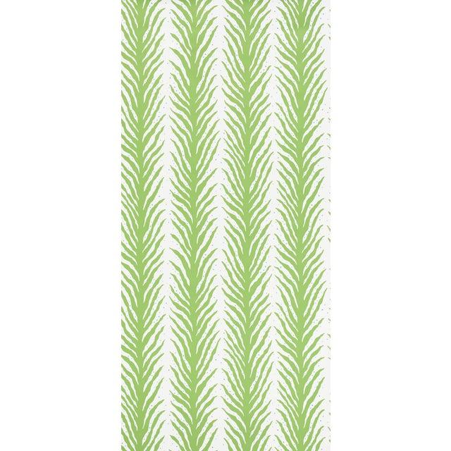 Boho Chic Sample - Schumacher X Celerie Kemble Creeping FernWallpaper in Moss For Sale - Image 3 of 4