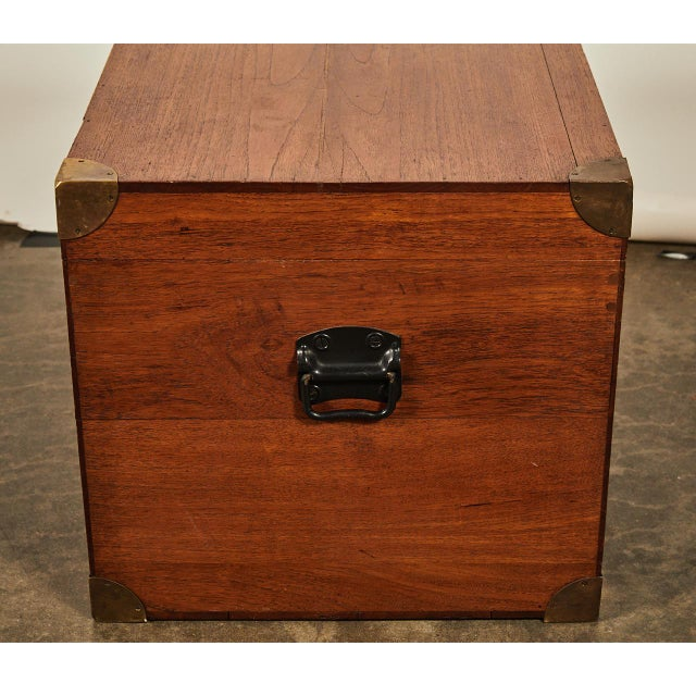 English Traditional English Trunk With Brass Corners For Sale - Image 3 of 7