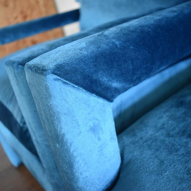 Milo Baughman Mid-Century Blue Velvet Open Arm Club Chairs - a Pair in the Style of Milo Baughman For Sale - Image 4 of 9