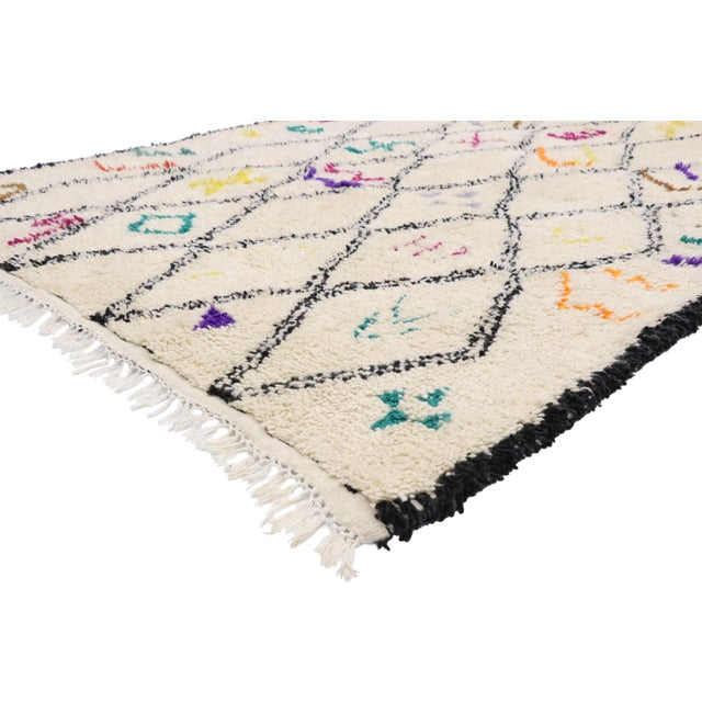 21030 Contemporary Berber Moroccan Azilal Rug with Boho Chic Hygge Tribal Style 06'01 x 09'01. This hand-knotted wool...
