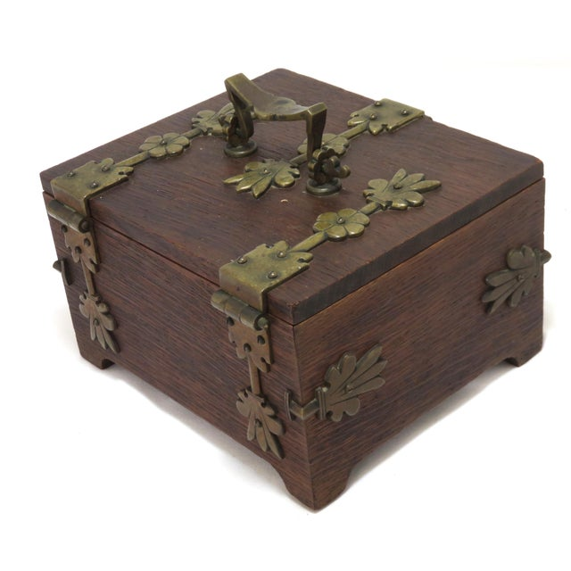Arts & Crafts Early 20th Century Antique Arts & Crafts Oak and Bronze Box For Sale - Image 3 of 13