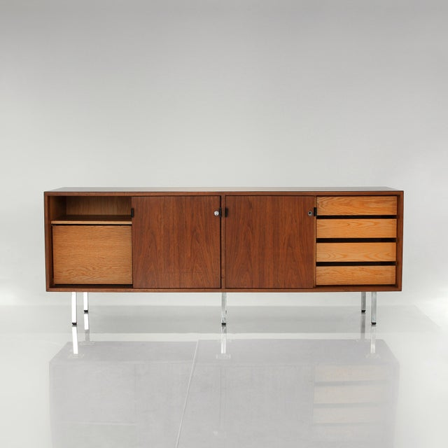 Knoll 1960s Florence Knoll Walnut Credenza Sideboard For Sale - Image 4 of 13