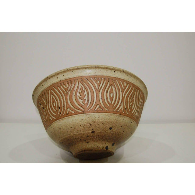 Large 1980s Peter Lane Sgraffito Stoneware Bowl For Sale - Image 4 of 5