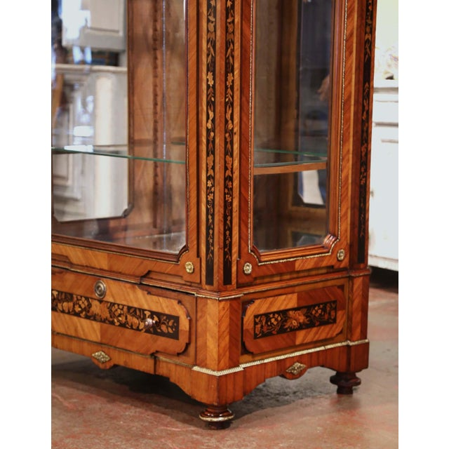 19th Century French Louis XVI Walnut Marquetry Vitrine With Glass Sides and Door For Sale - Image 4 of 13
