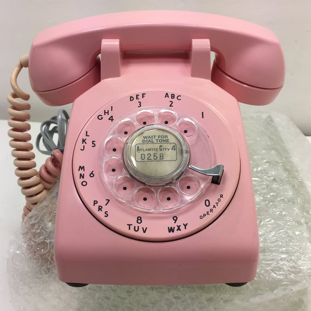 Pink Western Electric Model 500 desk phone designed by Henry Dryfuss. Modular ready. Tested for full functionality. This...