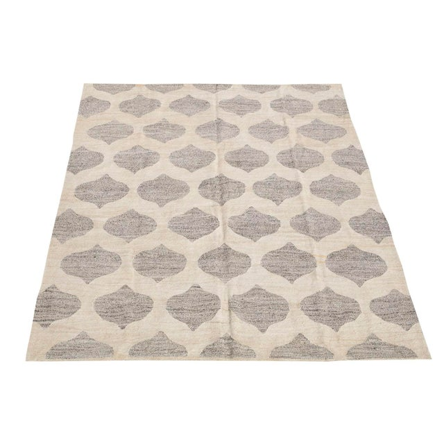 Modern Soft Geometric Turkish Wool Kilim Gray and Ivory- 7′10″ × 9′11″ For Sale - Image 4 of 4