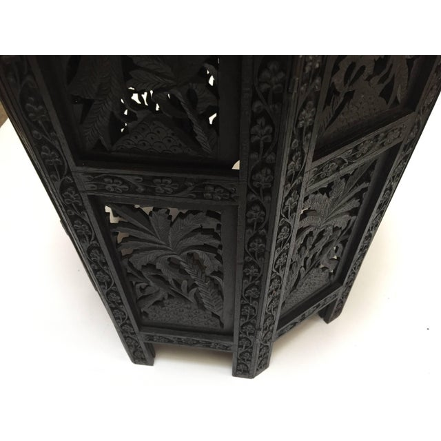 Anglo-Indian Fine Quality Exotic Pierced Hand-Carved Octagonal Table For Sale In Los Angeles - Image 6 of 11