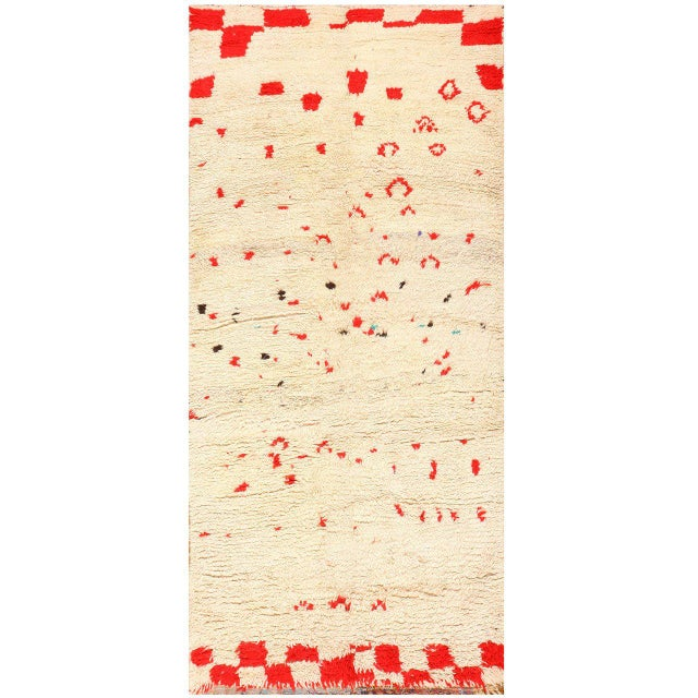 Textile Vintage Moroccan Ivory and Red Rug - 4′7″ × 9′ For Sale - Image 7 of 7