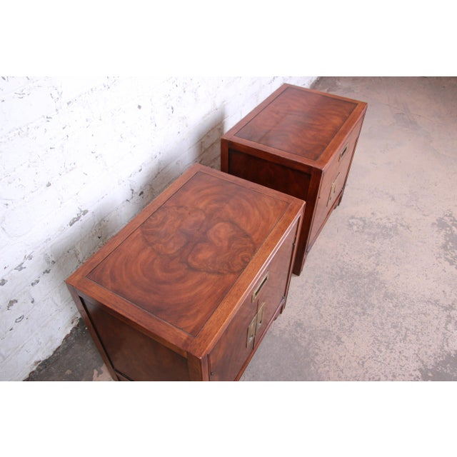 1980s Drexel Heritage Hollywood Regency Campaign Burled Walnut Nightstands - a Pair For Sale - Image 5 of 13