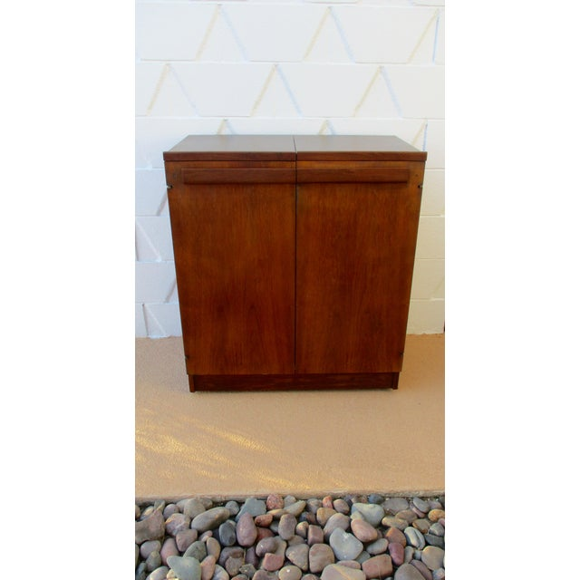 Mid Century Modern Brown Saltman Rolling Bar Cart Cabinet Server Dry Bar - Image 11 of 11