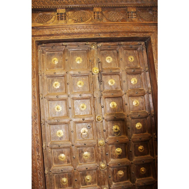 Indian Antique Teak & Brass Medallion Fish Carved Haveli Double Entry Doors  For Sale - Image - Indian Antique Teak & Brass Medallion Fish Carved Haveli Double