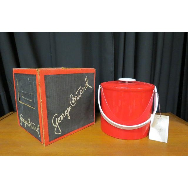 Mid-Century Modern Vintage 1970s Georges Briard Mid-Century Modern Red Plastic Ice Bucket For Sale - Image 3 of 7