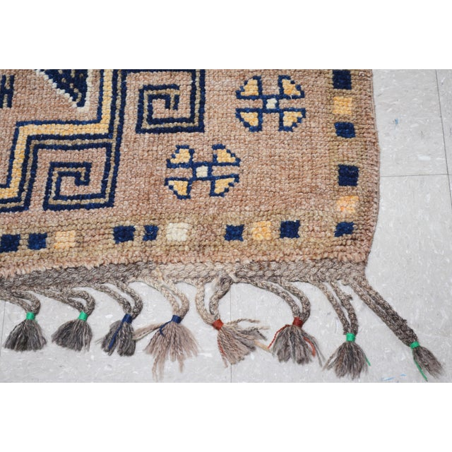 """1950s Boho Chic Peach and Taupe Wool Kurdish Runner - 3'8""""x12'2"""" For Sale In New York - Image 6 of 7"""