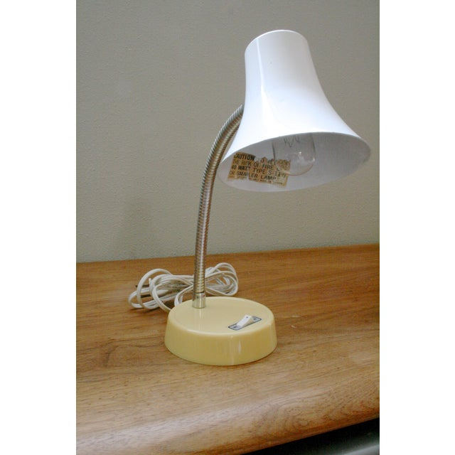 Super cool Vintage retro mod bendable neck table lamp with on/off switch on the base.The yellow base is plastic and the...