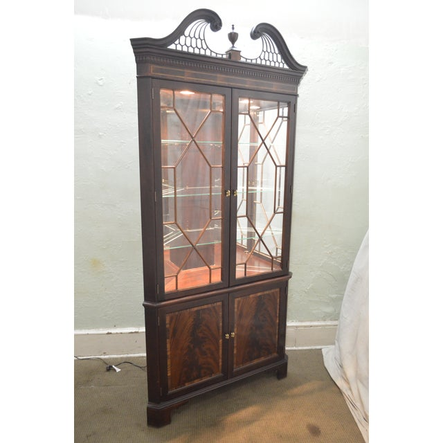 Brown Stickley Flame Mahogany Chippendale Style Corner Cabinet For Sale - Image 8 of 13