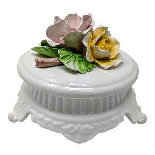 Italian Regency Borbone Handmade Rose Covered Ceramic Decorative Box For Sale