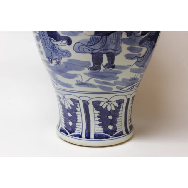 Large Chinese Blue and White Covered Jar For Sale - Image 4 of 12