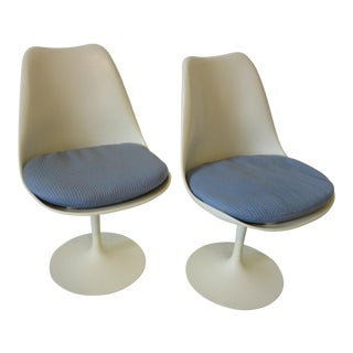 Pair of Eero Saarinen Tulip Chairs for Knoll For Sale