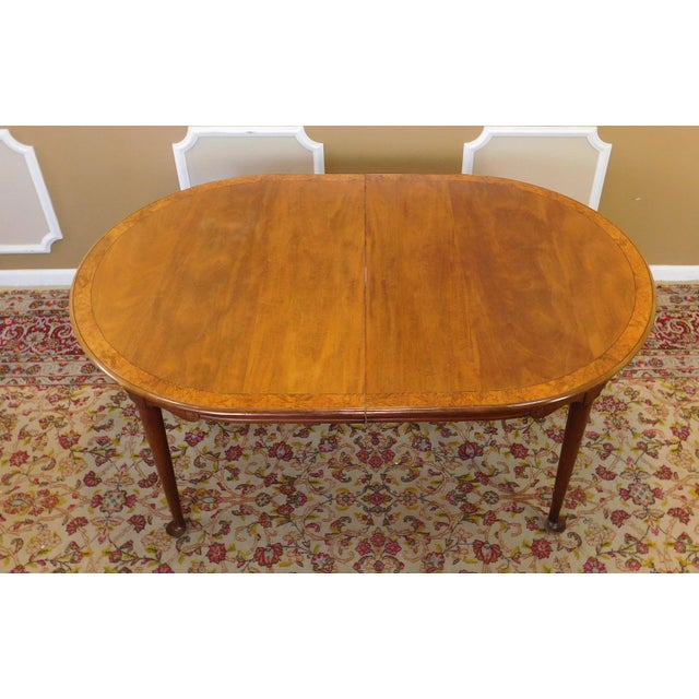 1980s Banded Walnut & Elm Dining Room Table W/ 2 Leaves For Sale In New York - Image 6 of 10
