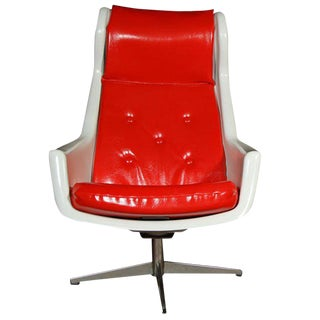 Vintage Mid Century Red and White Swivel Chair For Sale